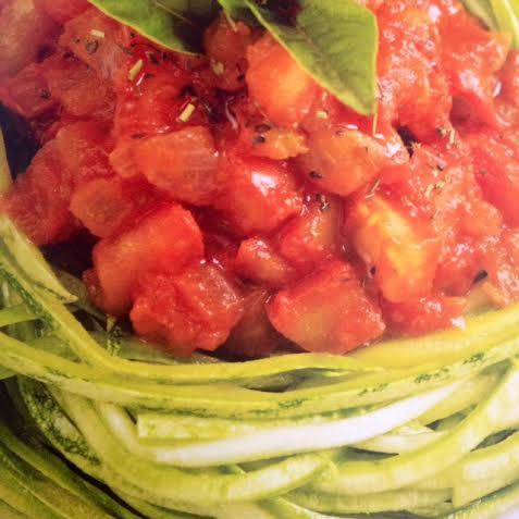 Espaguete de abobrinha com manjericão